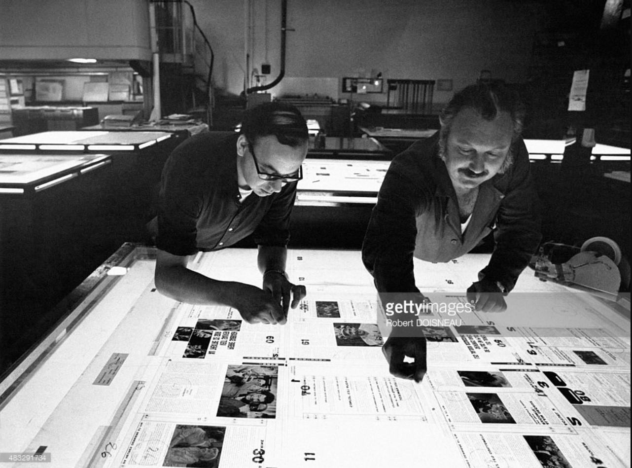 Дизайнеры, работающие на световом столе