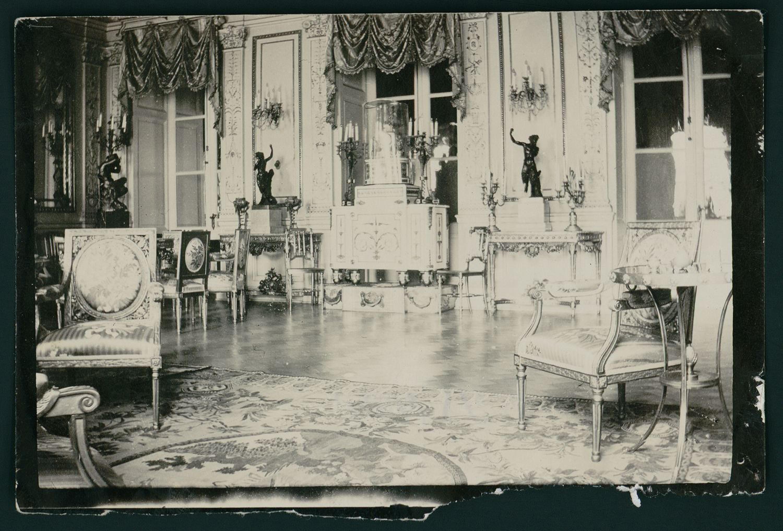Дворец князей Юсуповых на Мойке.  Фрагмент интерьера музыкальной гостиной