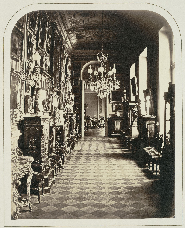 Дом княгини З.И. Юсуповой на Литейном. Картинная галерея. На стене слева собрание картин западноевропейских художников