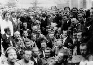 Лидер партии социалистов-революционеров В. М. Чернов в группе депутатов Всероссийского крестьянского совета. Петроград,  4(17) мая - 28 мая (10 июня) 1917