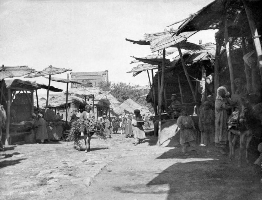 Торговая улица в старом городе