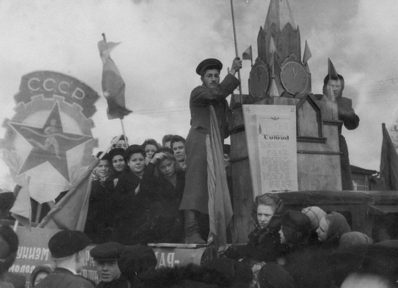 1950. Первомайская демонстрация у Ленинского сквера