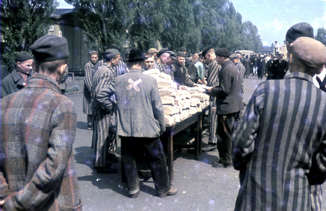 Color-Photographs-of-Life-in-The-First-Nazi-Concentration-Camp-1933-10.jpg