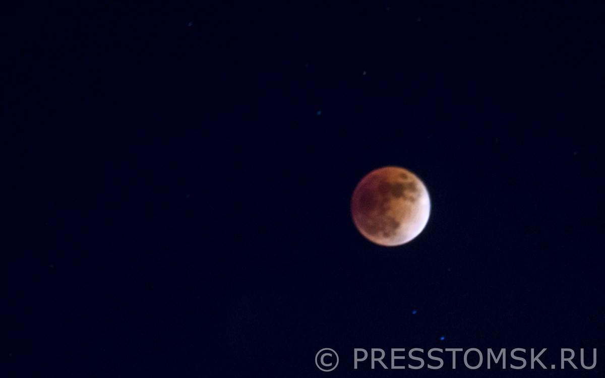 Красное затмение Луны