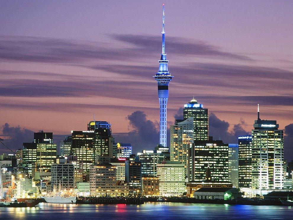 Панорама Окленда со Скай Тауэр (кликабельно 2500 х 651 px):