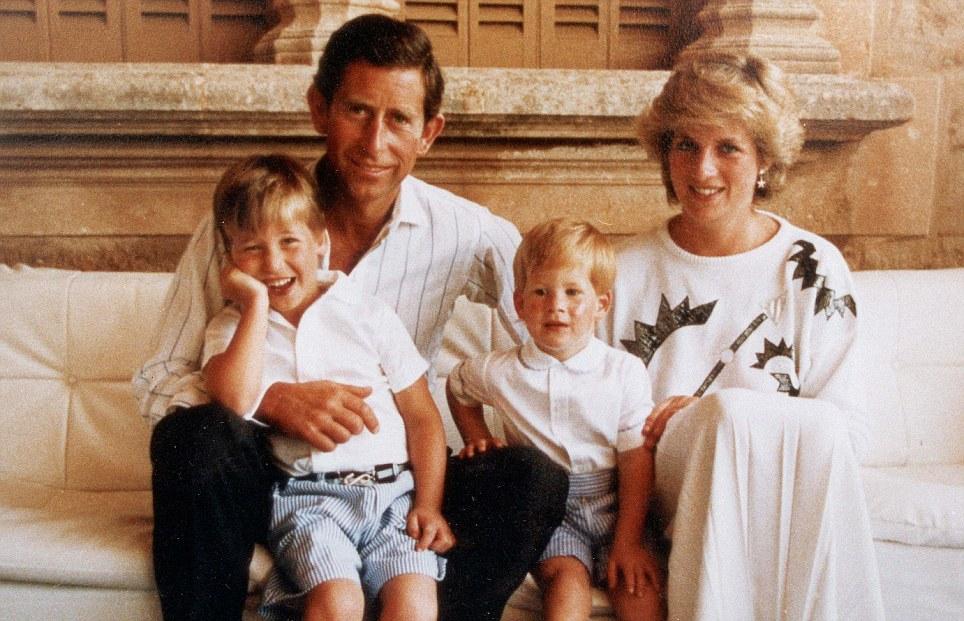 У их сына - наследника Чарльза и его жены Дианы Спенсер двое сыновей, но кто знает, сложись все инач