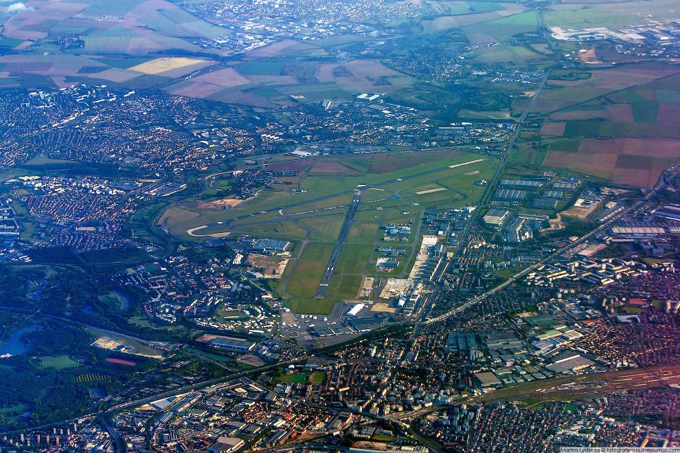 16. Аэропорт имени Шарля де Голля.   Кликабельно: