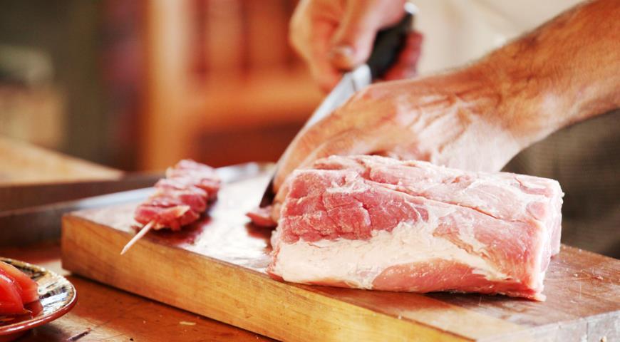 Плохая разделка мяса   Очень часто встречается в крупных магазинах. Это когда в