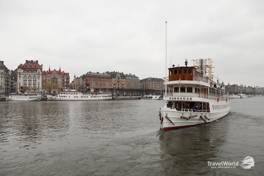 Пока пассажиры отправились по своим делам в Стокгольм, мы прогуляемся по палубе и посмотрим, чем и к