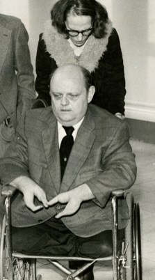 В 1978 году в Питтсбурге, штат Пенсильвания, Стейлз накануне свадьбы убил жениха своей старшей дочер