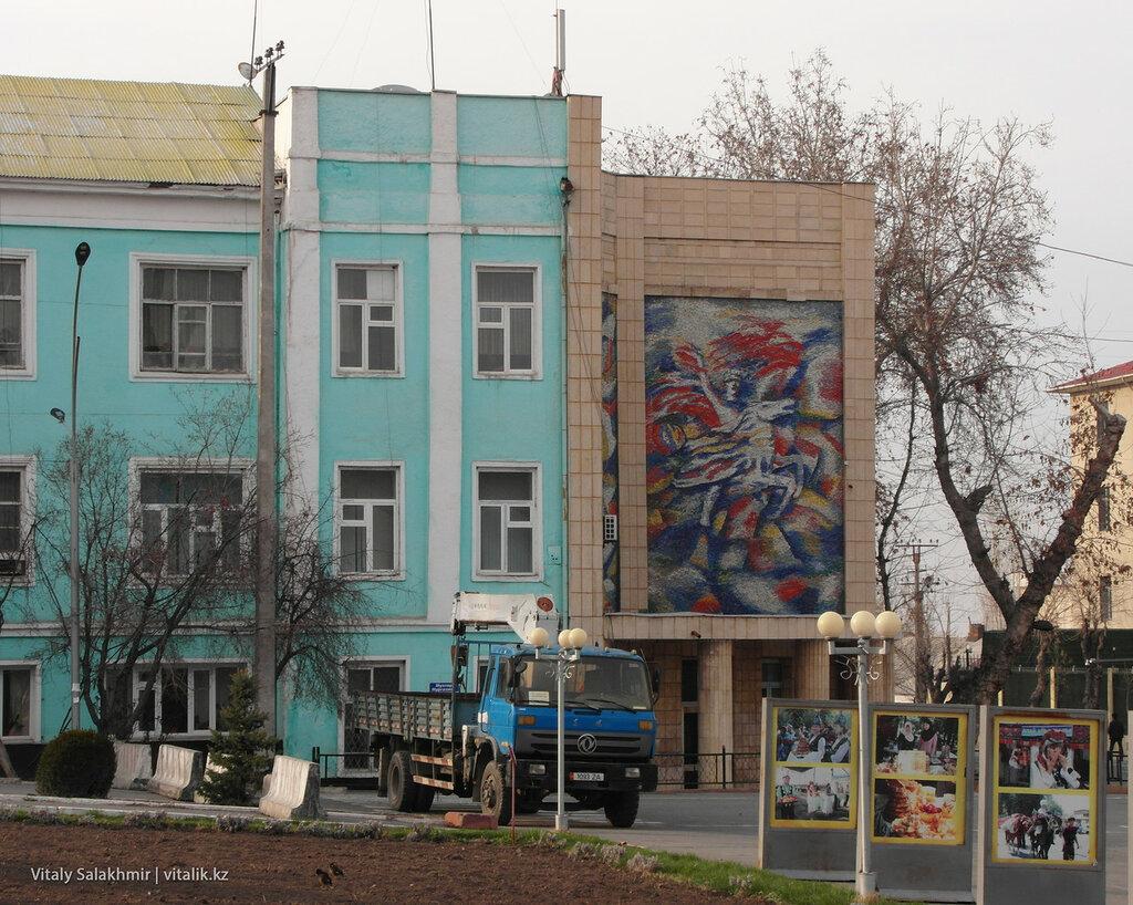 Картинка на Центральной площади, Ош