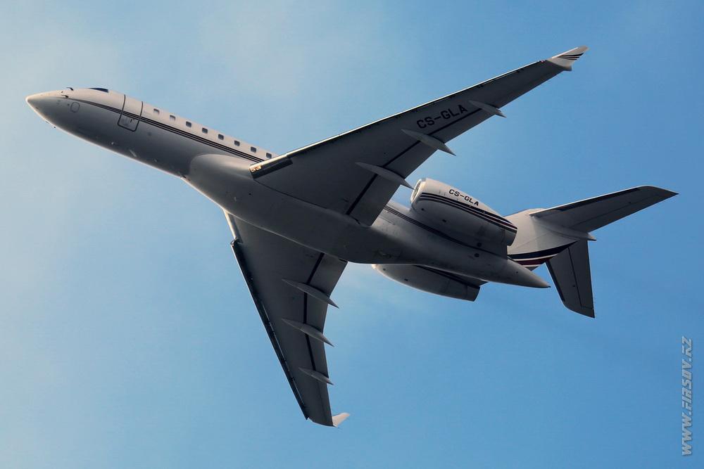Bombardier_BD-700_CS-GLA_NetJets_Europe_1_ZRH.JPG