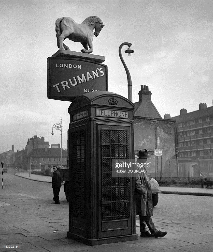 1950. Телефонная будка в Лондоне