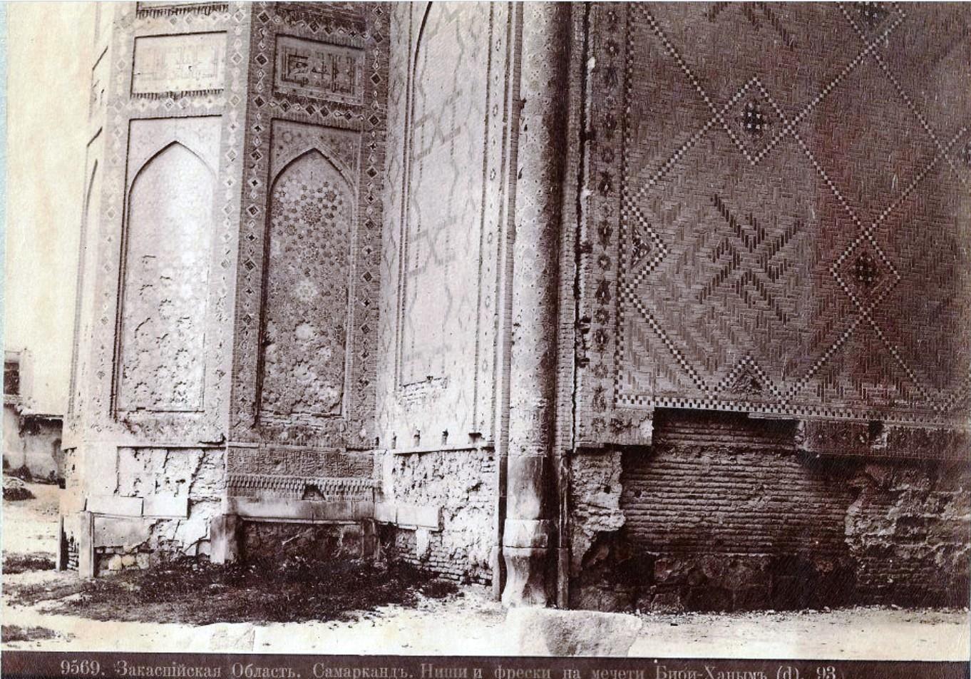 Фрески и ниши на мечети Биби-ханум