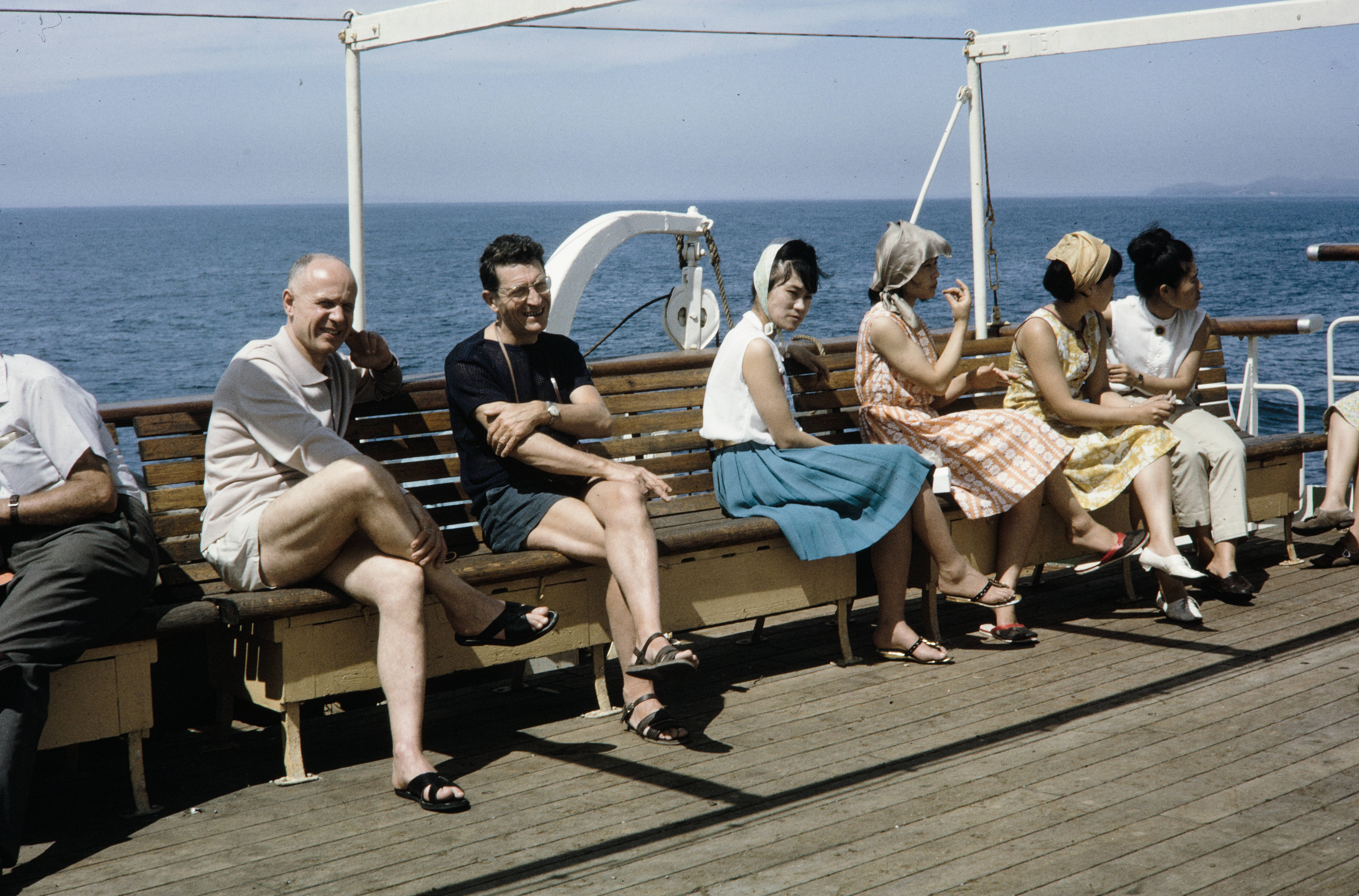 Пассажиры на верхней палубе