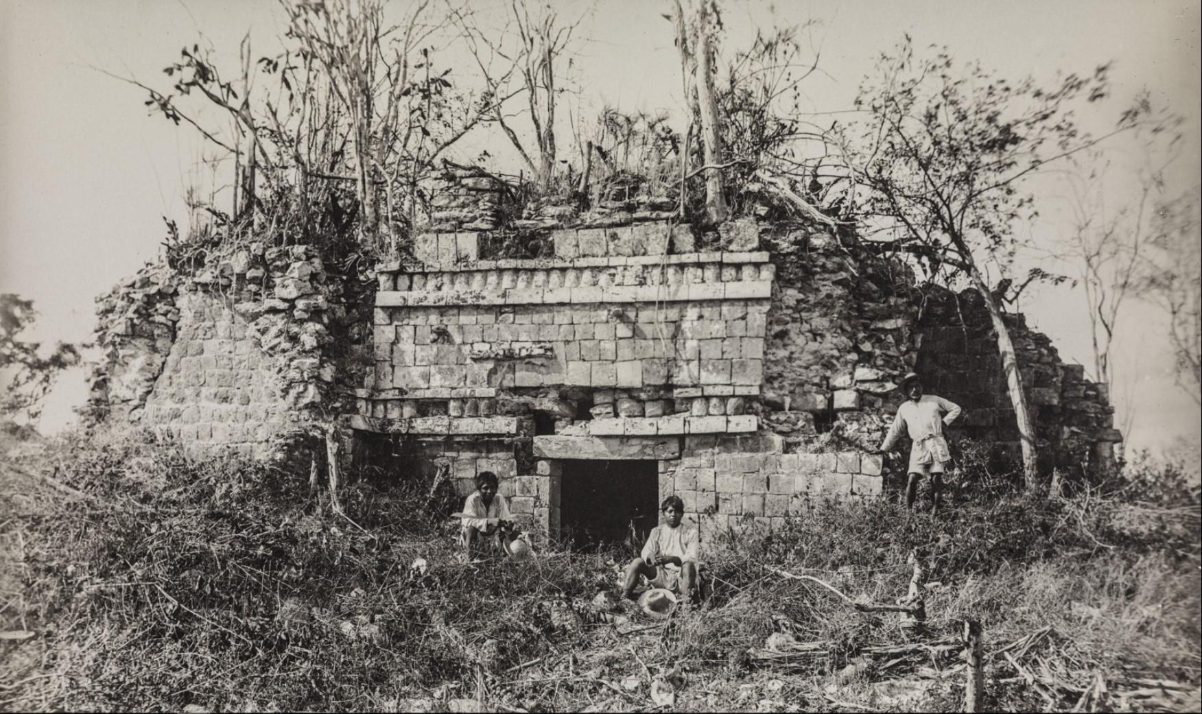 06. Разрушенное здание в руинах майя Халал де Эспиридион Сервера