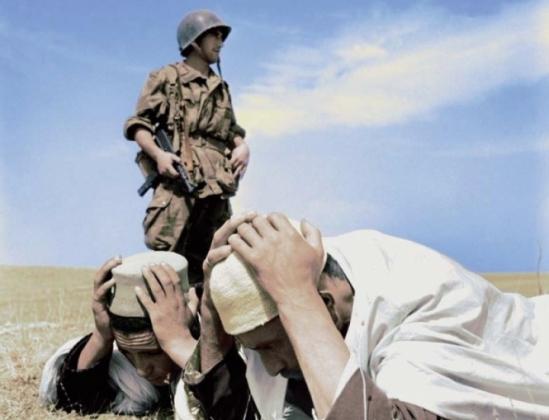 L'armée_Française_terrorise_la_population_Algérienne.jpg