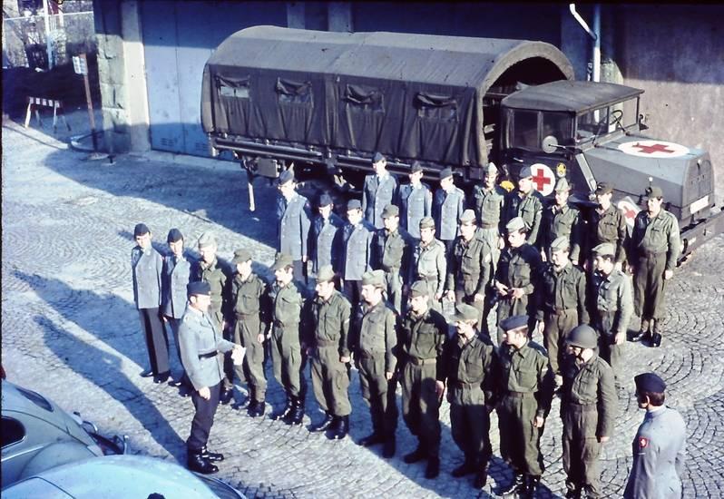 PICT0066_Morgenappell_in_der_Hellweg-Kaserne.JPG