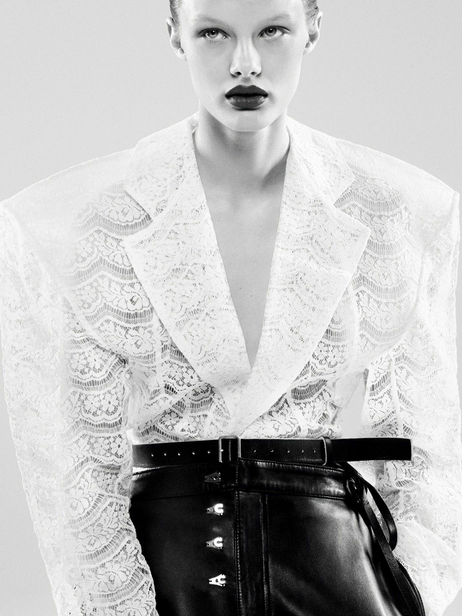 Кристина Грикайте в фотосъёмке Дэниела Джексона для китайского Vogue, май 2017 2
