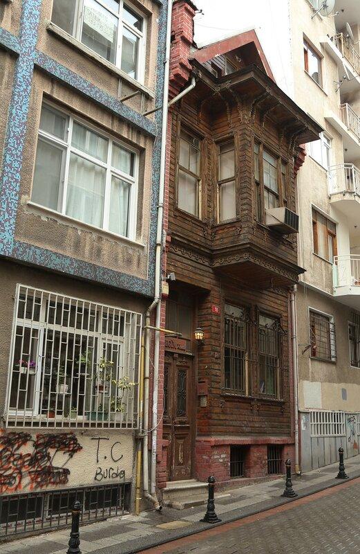 Istanbul. Adam's Apple