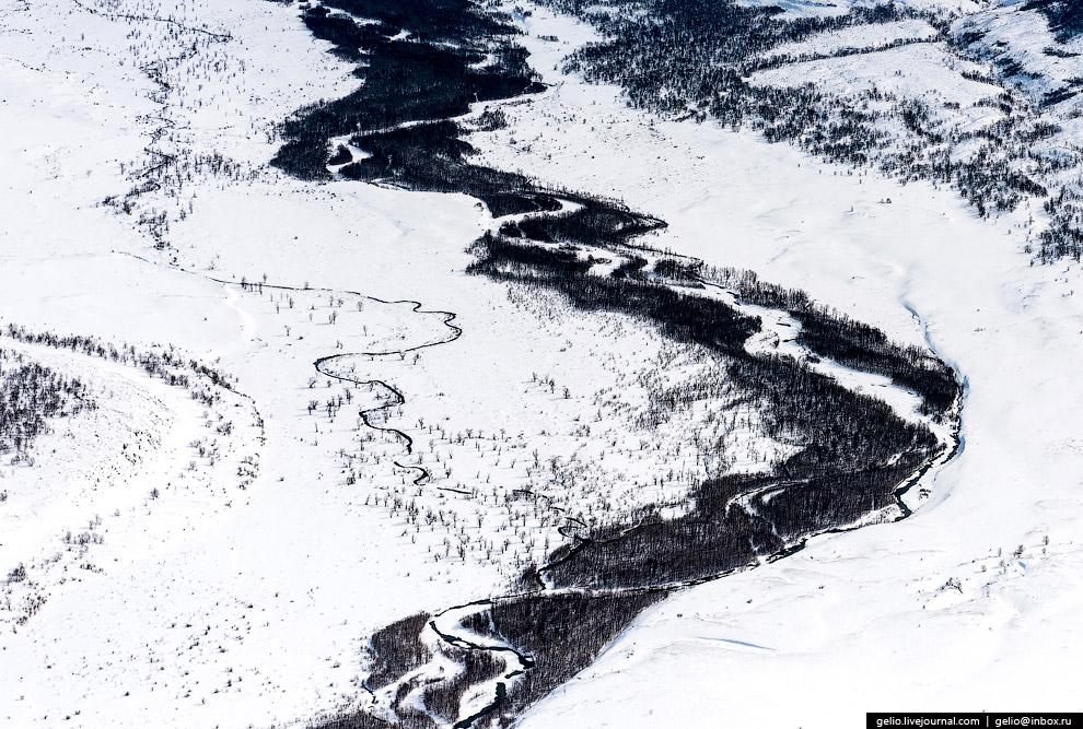 4. Центральную часть полуострова пересекают два параллельных хребта — Срединный и Восточный. Ме