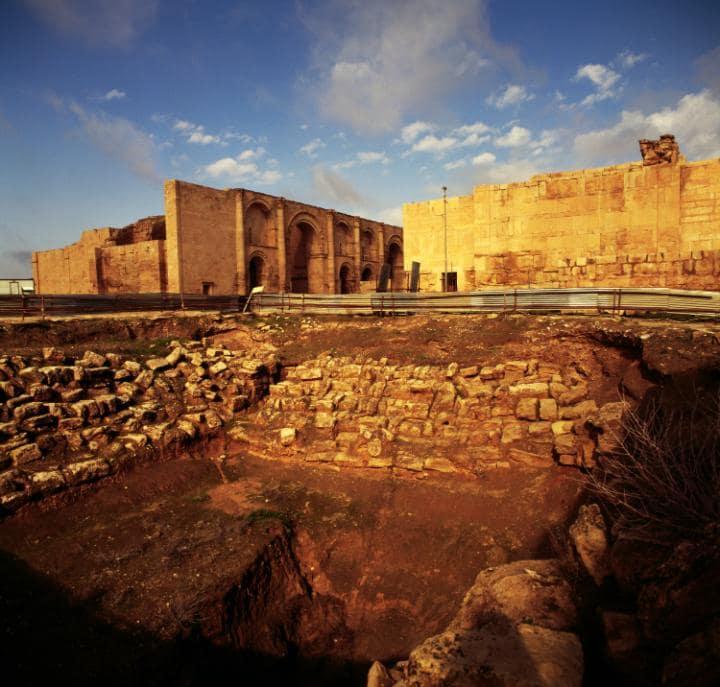 Древний город Хатра, или Эль-Хадр, Ирак. Под угрозой с 2015 года.