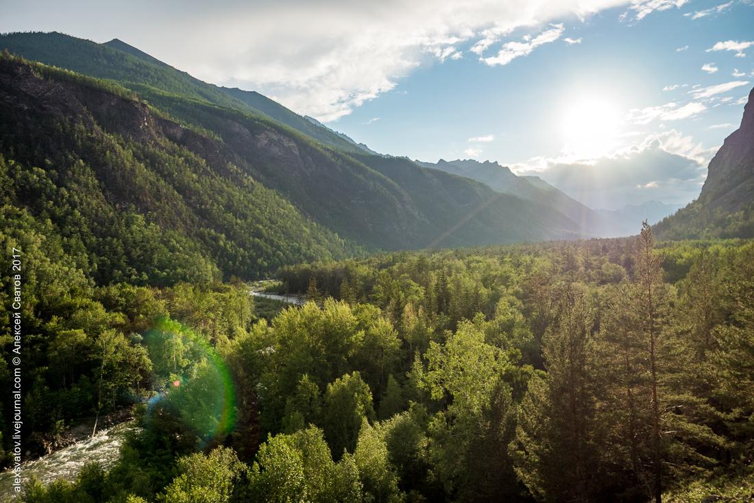 В долине реки Алла насчитывается более пятидесяти горячих источников.
