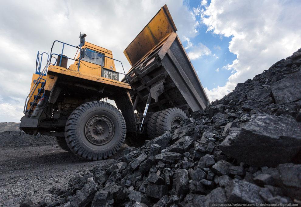 Уголь был первым из используемых человеком видов ископаемого топлива. Он позволил совершить про
