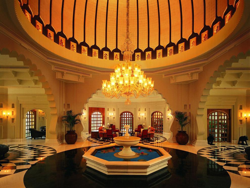 5. Внутри здания не хуже, чем снаружи. Декоративные купола и арки органично дополняют интерьер.