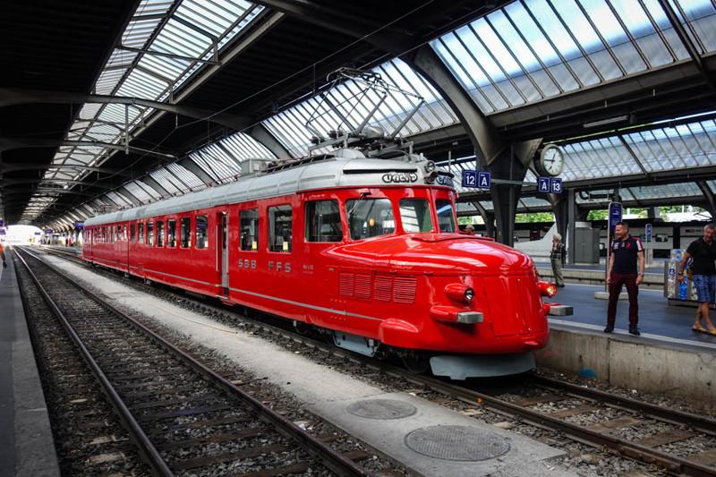 Сегодня поговорим о поездах в Швейцарии. Я большой фанат железных дорог, для меня вокзалы, перроны и