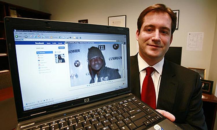 Это Макси Сопо, ему 26 лет. Он нашел уязвимость в системах нескольких банков в Сиэтле, вывел из них