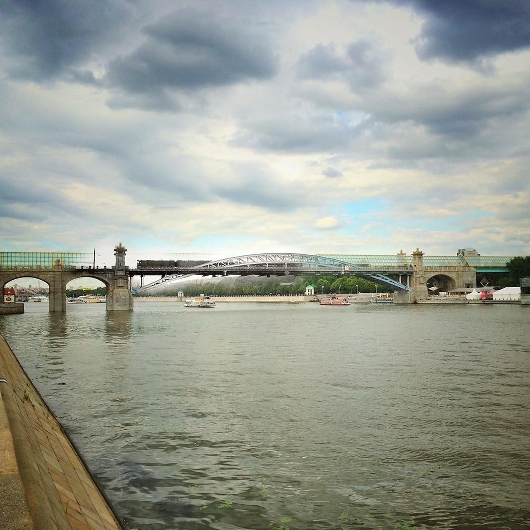 18. Пушкинский (Андреевский) пешеходный мост. В 1905-1907 годах был построен Сергиевский мост, в пам