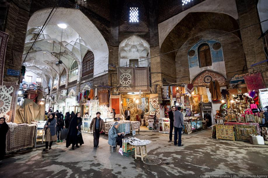 Современные технологии не обошли древнейший базар стороной. Иранцы помешаны на энергосберегающи