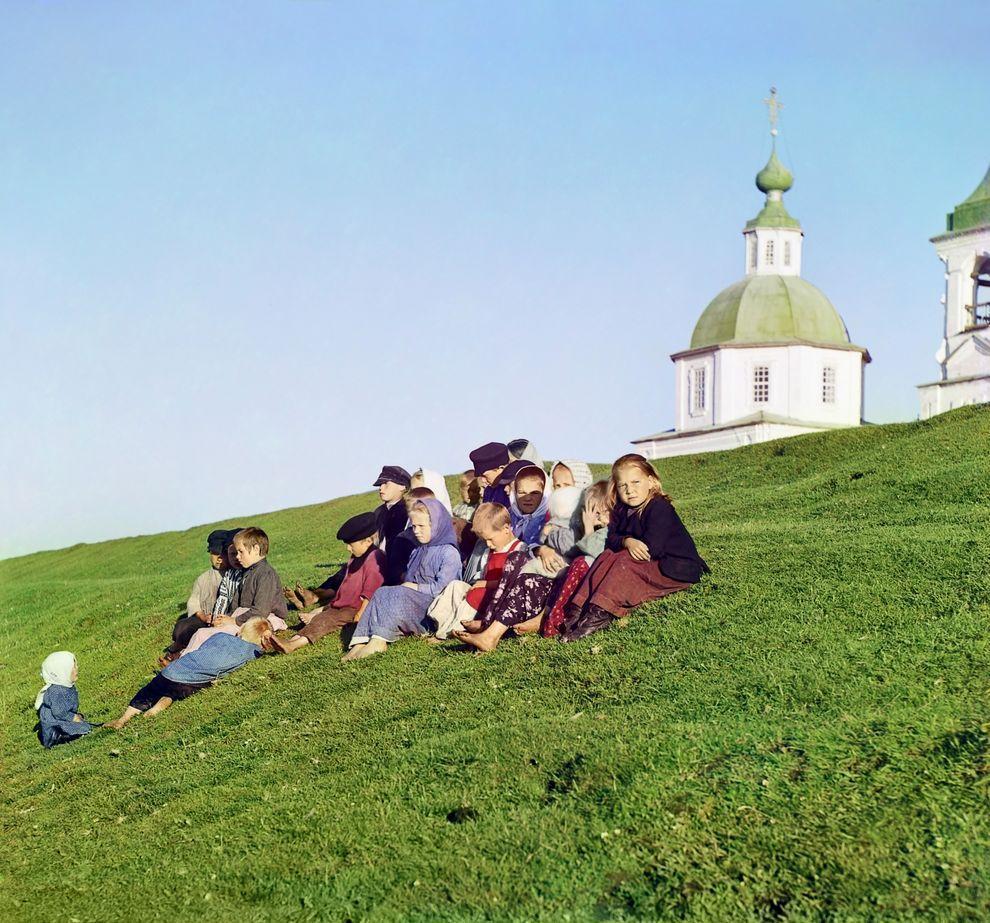 3. Дети в Белозерске, Вологодская губерния, 1909 год.
