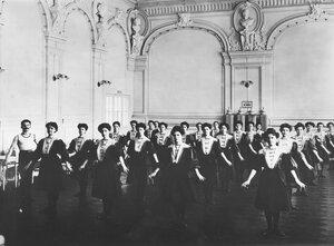 Гимнастическое общество «Польский сокол». Женская группа на занятиях. Петербург, 1907.