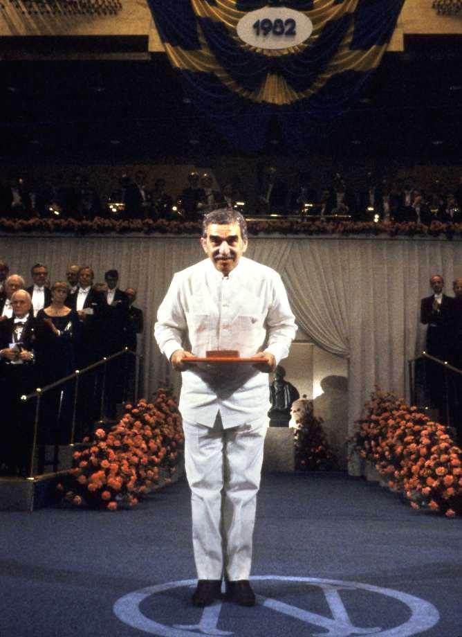 Фото 4 - Габриэль Гарсиа Маркес на вручении Нобелевской премии.jpg