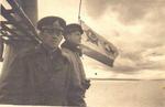 """Гвардии капитан 3 ранга А.М. Каутский и командир отделения рулевых гвардии старшина 1-й ст. Я.В. Варакин на мостике своей """"щуки"""". Полярный, 1943г."""