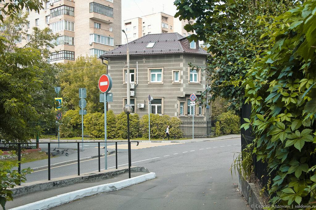 Средний Трёхгорный переулок