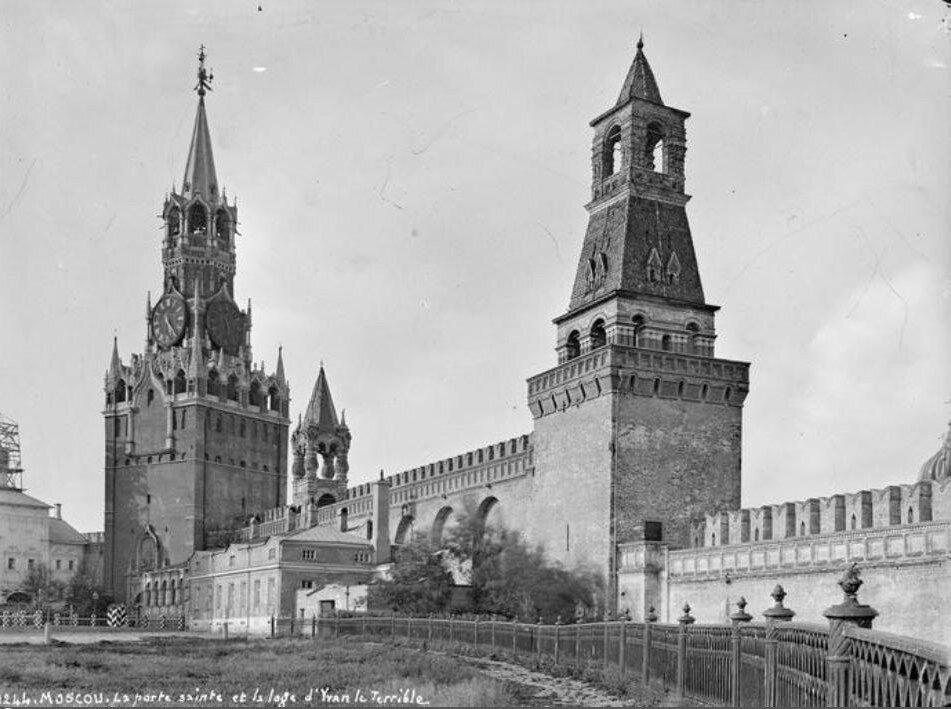 79075 Вид на Спасскую башню с территории Кремля 1890 Alfred-Nikolas Normand .jpg