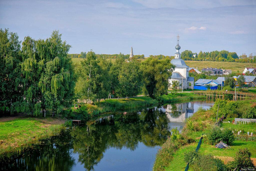 Храмовый архитектурный ансамбль на берегу Каменки.