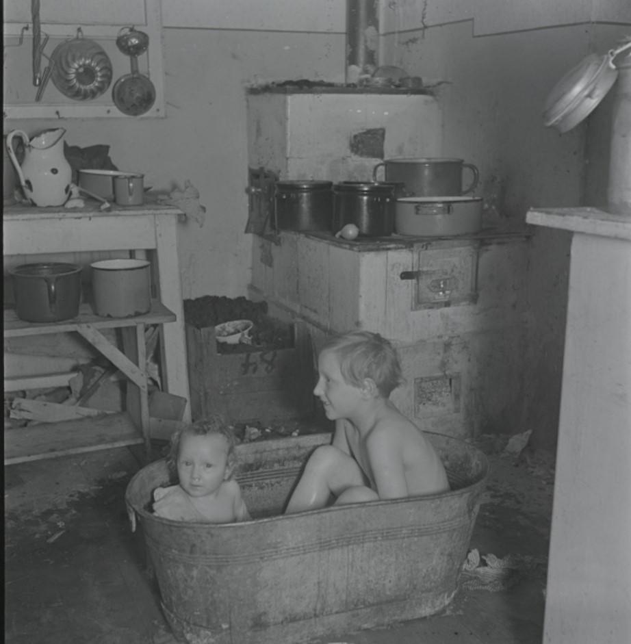 Роскошная ванна с водой, нагретой на угольной плите