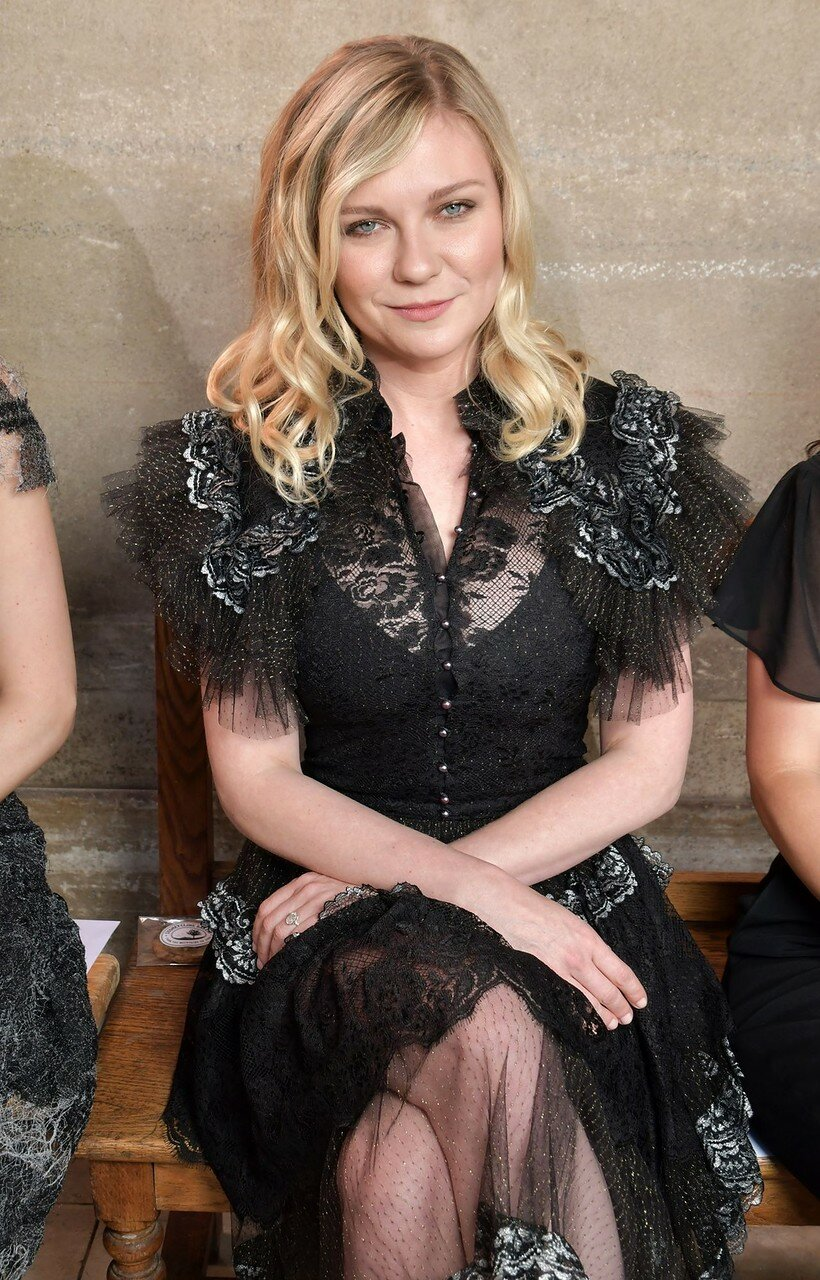 kirsten-dunst-at-rodarte-show-fall-winter-2017-haute-couture-fashion-week-paris-07-02-2017-1.jpg