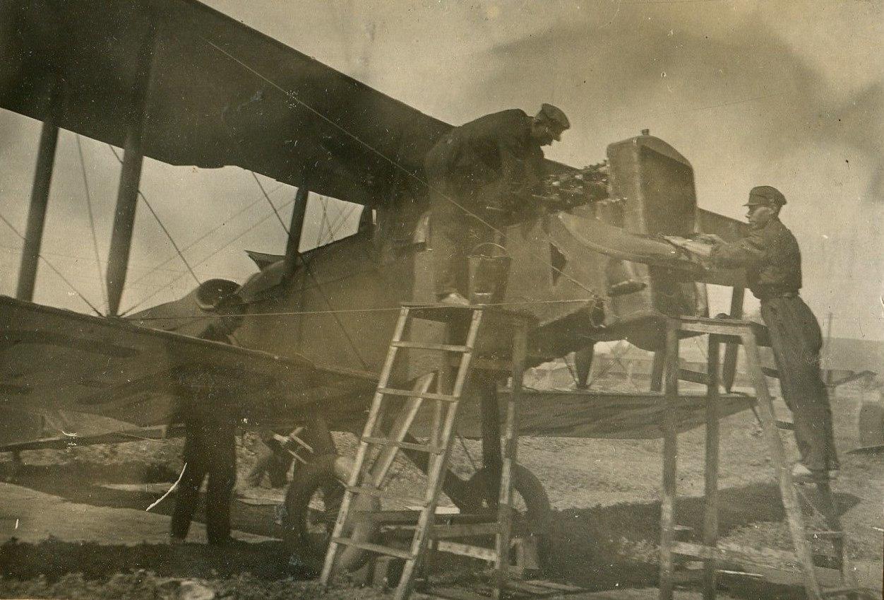 1935. Проверка мат. части самолета