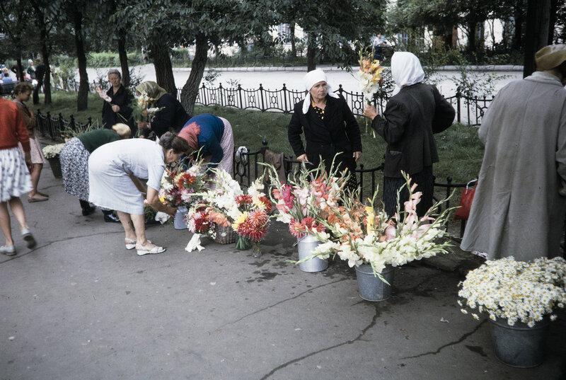 1959 Цветы в Москве. Harrison Forman.jpg