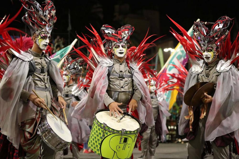 В Монтевидео стартовал самый длительный карнавал