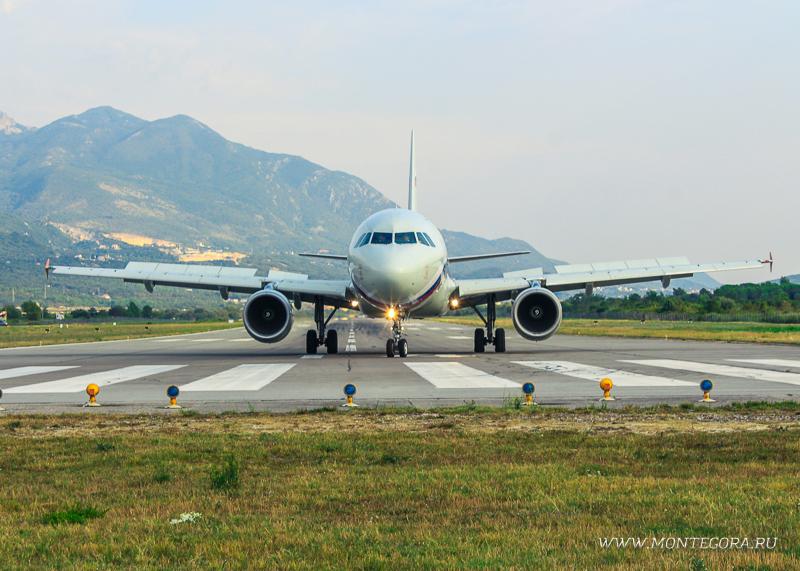Самолёт, прилетающий в Тиват
