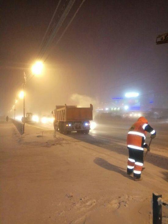 0 181317 35c41007 orig - Жесть - это работа дорожников в Якутске зимой