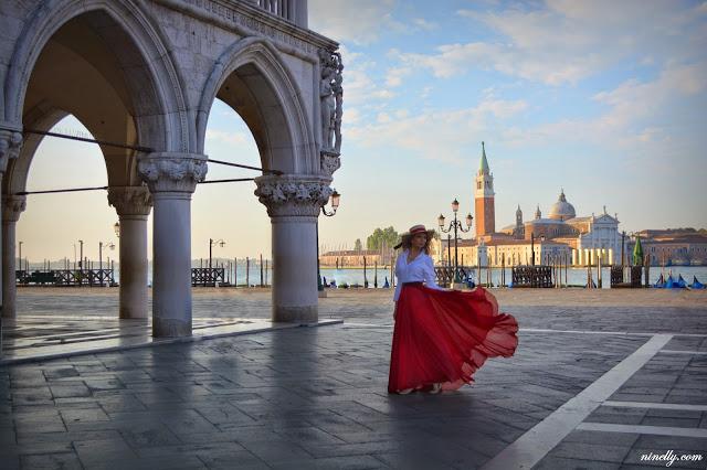 Мир под юбкой: российская путешественница покорила инстаграм фотографиями в воздушных платьях (35 фото)