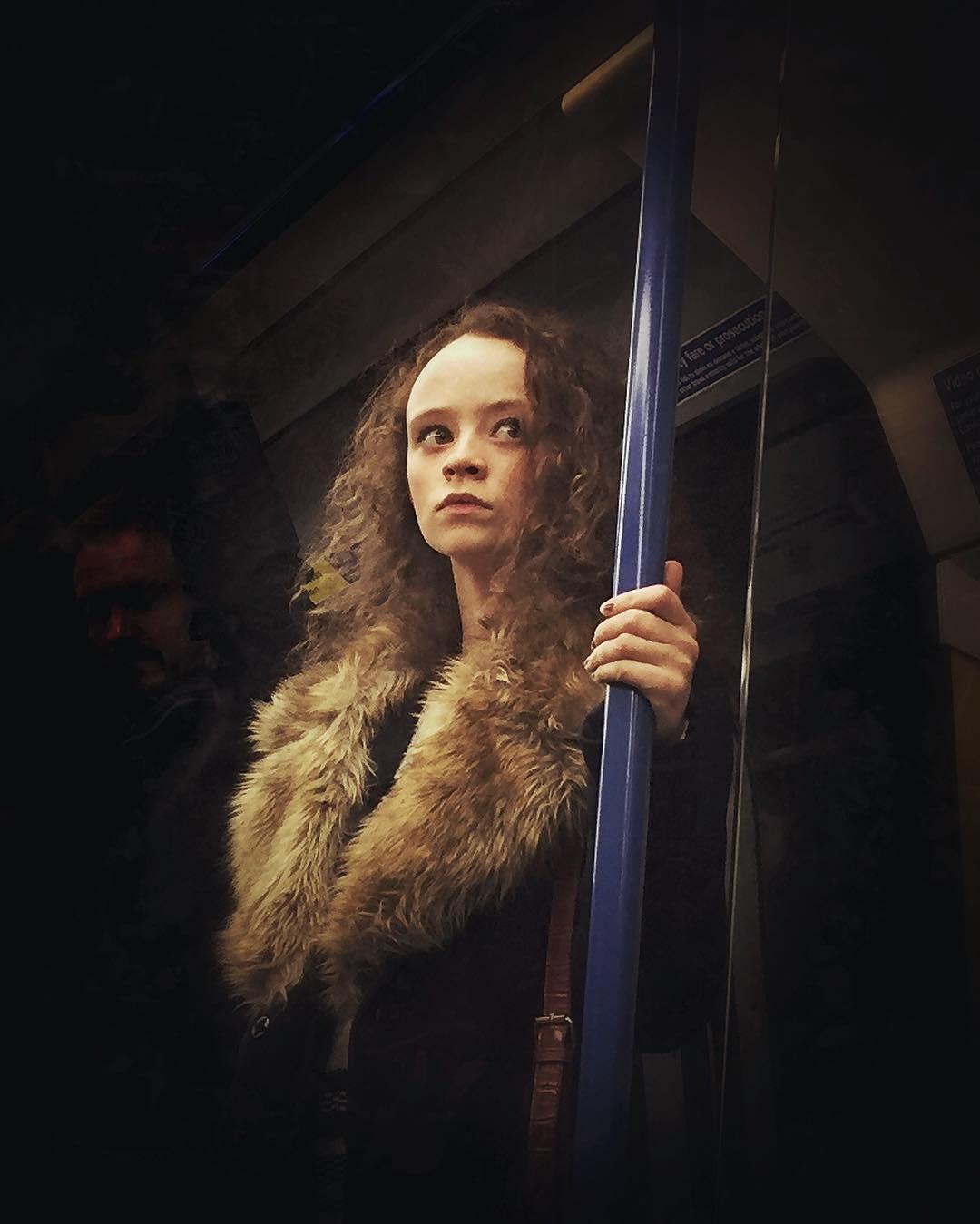 Фотограф снимает пассажиров метро в духе картин Возрождения