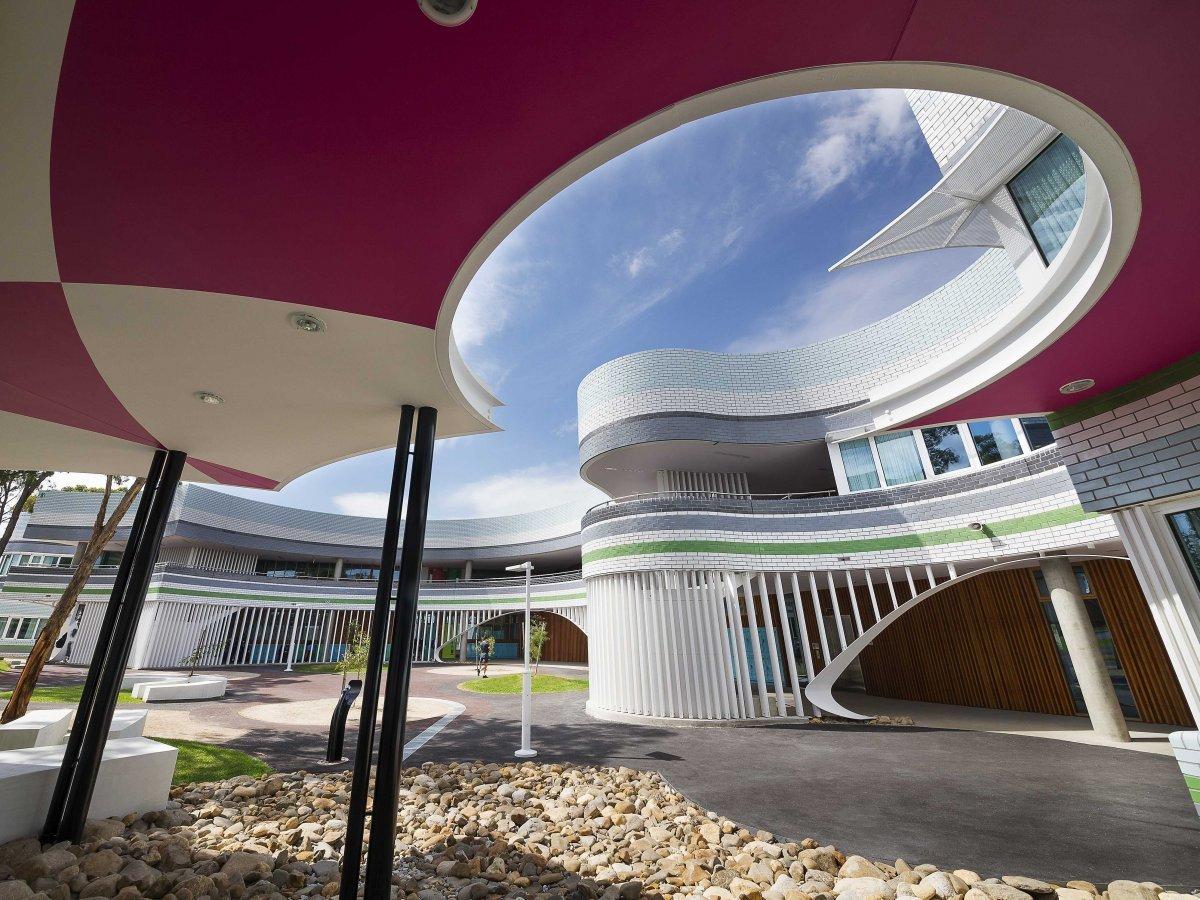 И средняя школа Penleigh and Essendon в Мельбурне, Австралия.